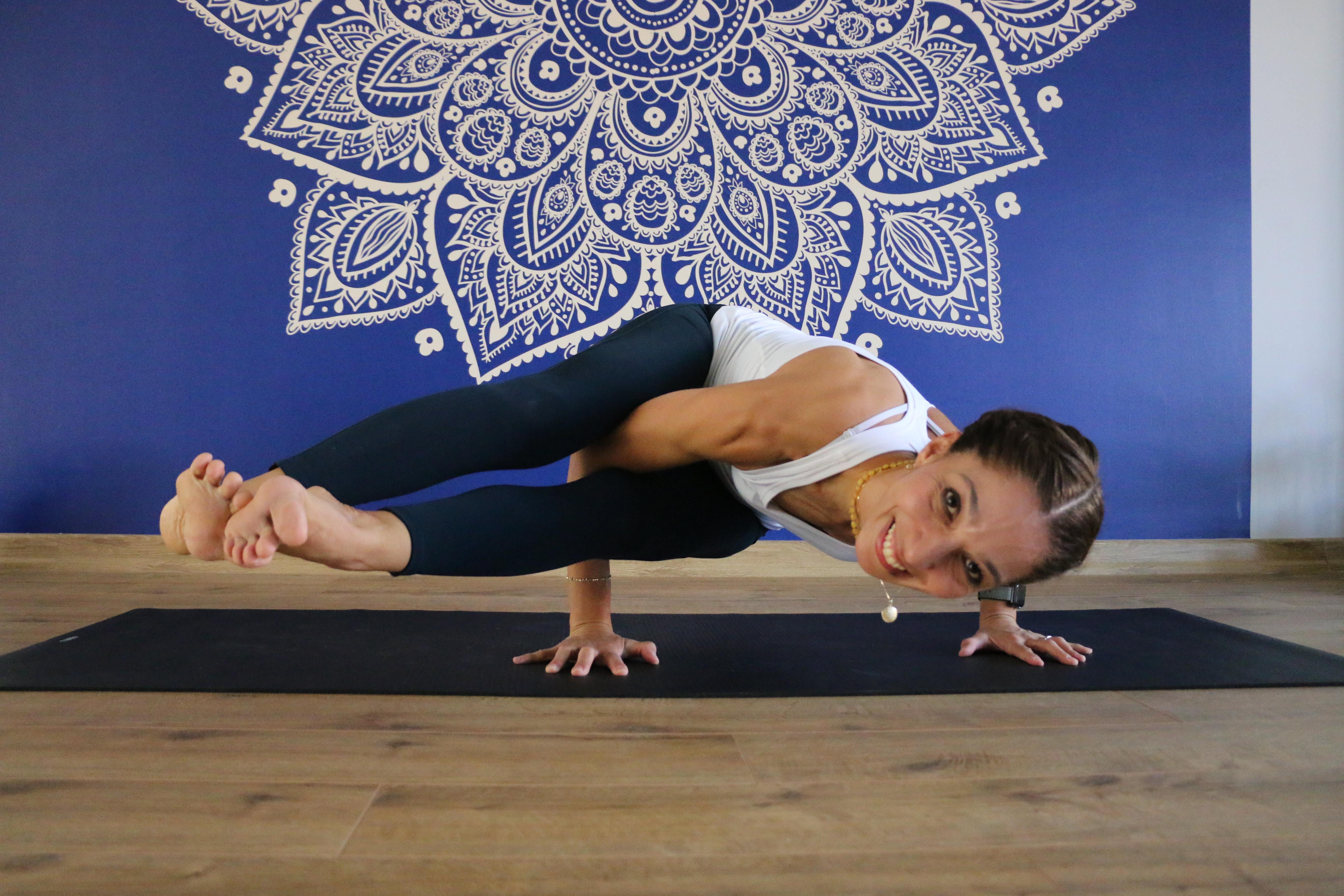 yoga stüdyosunda bir kadın